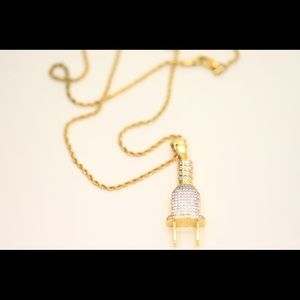 Plug pendant with rope chain